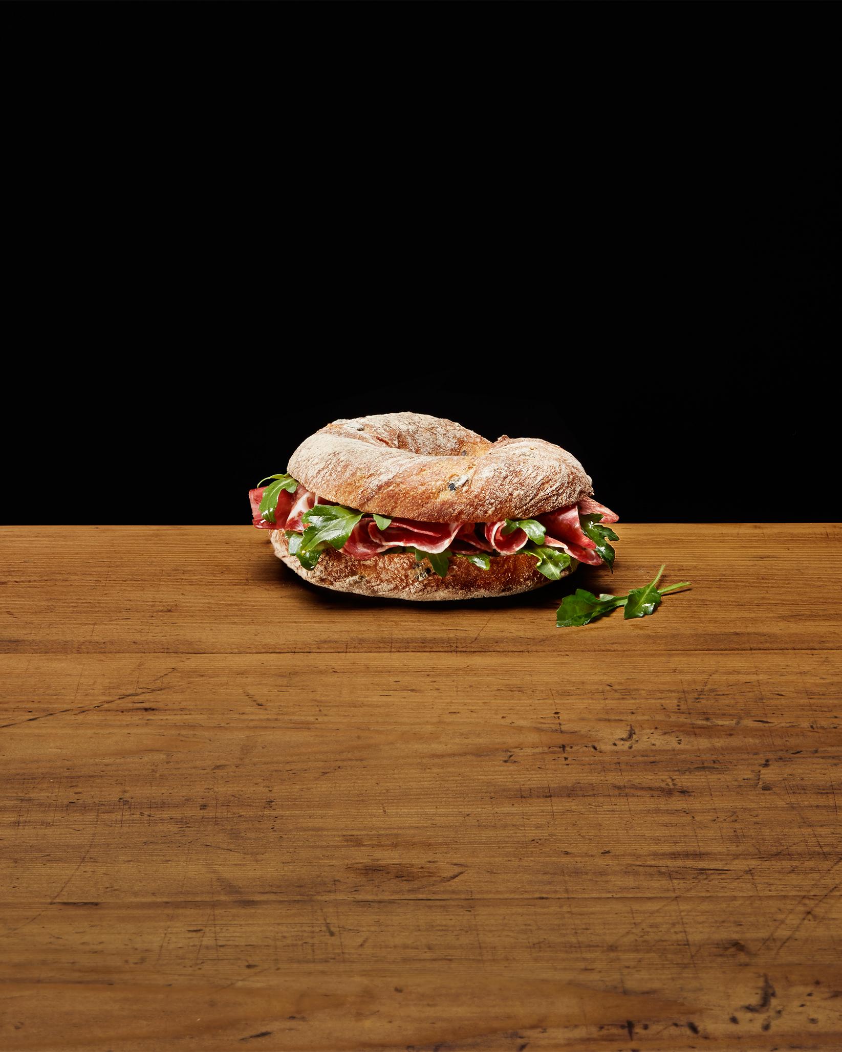 Sandwich mit Coppa und Rucola